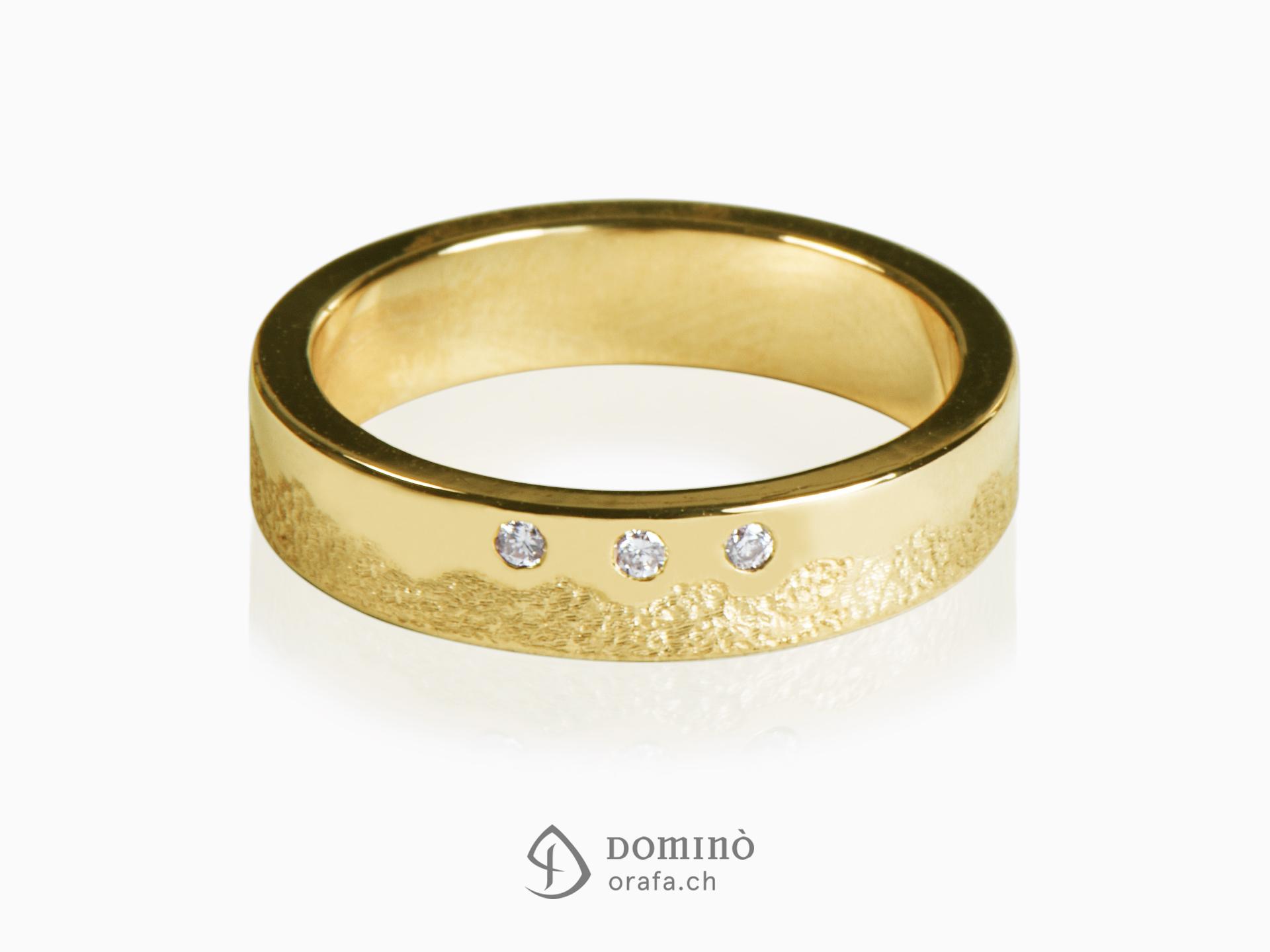 anello-sabbiato-lucido-irregolare-3-diamanti-oro-giallo