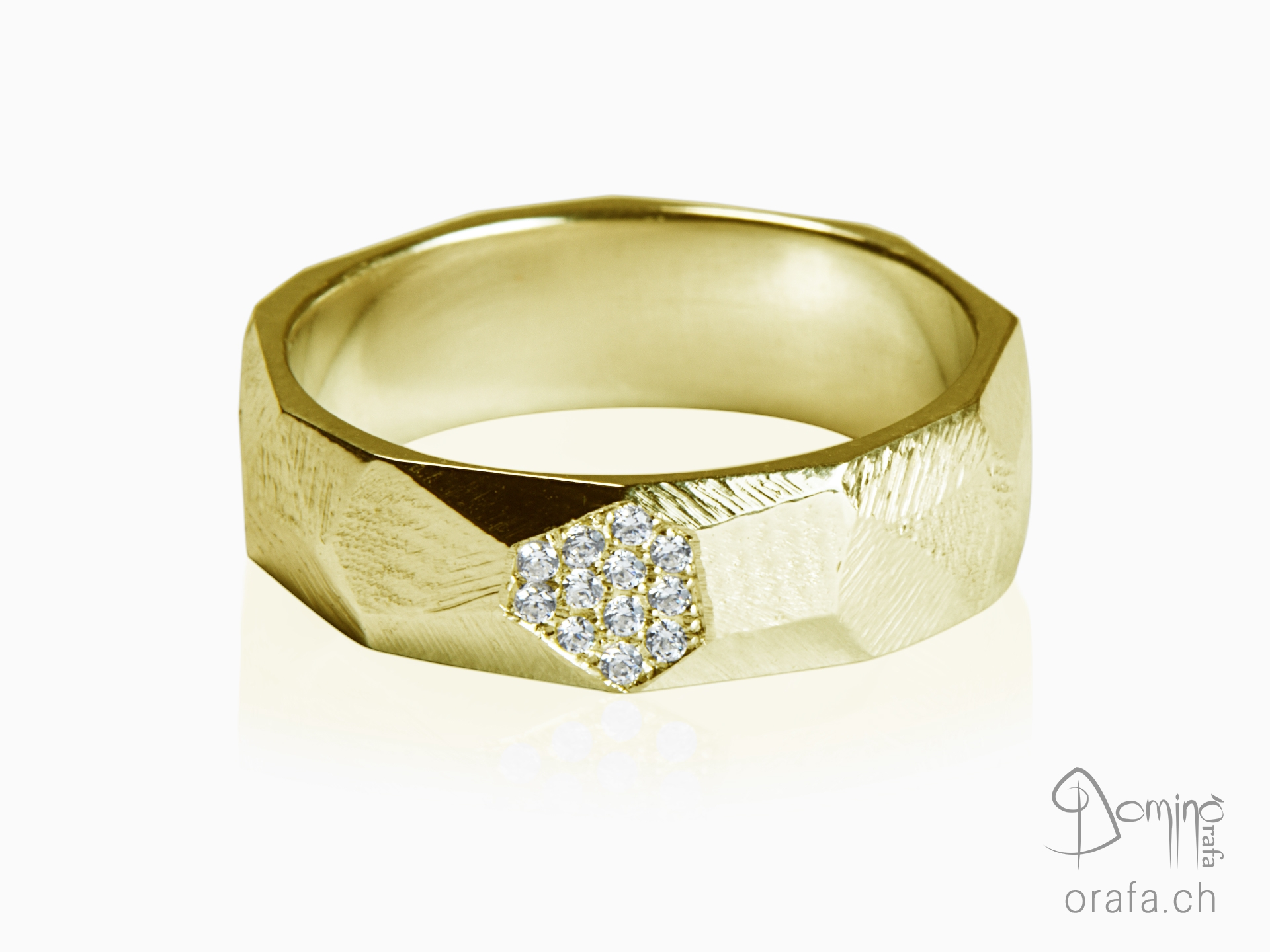 Sfaccettato ring with diamonds