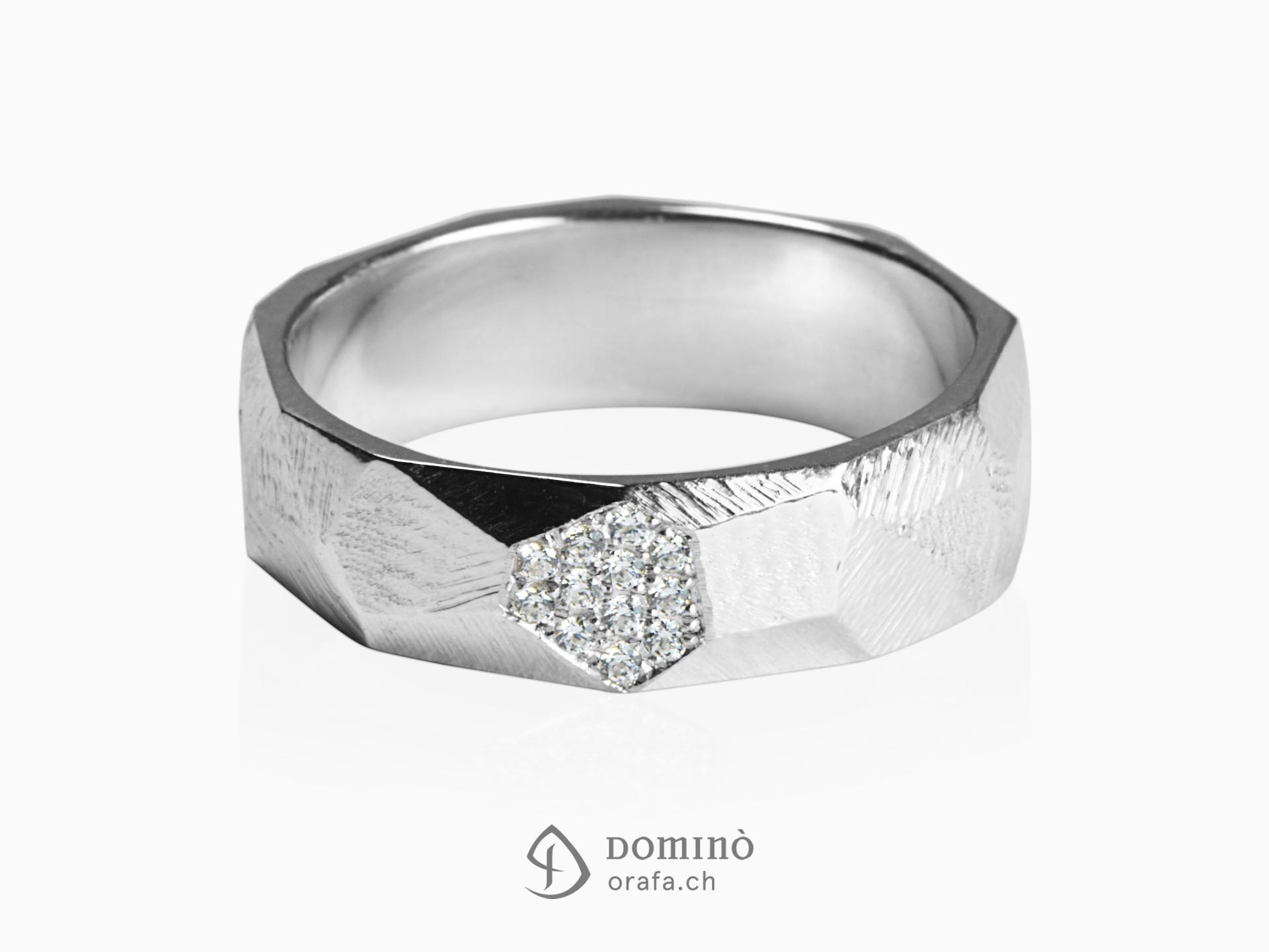 Anello Sfaccettato con diamanti