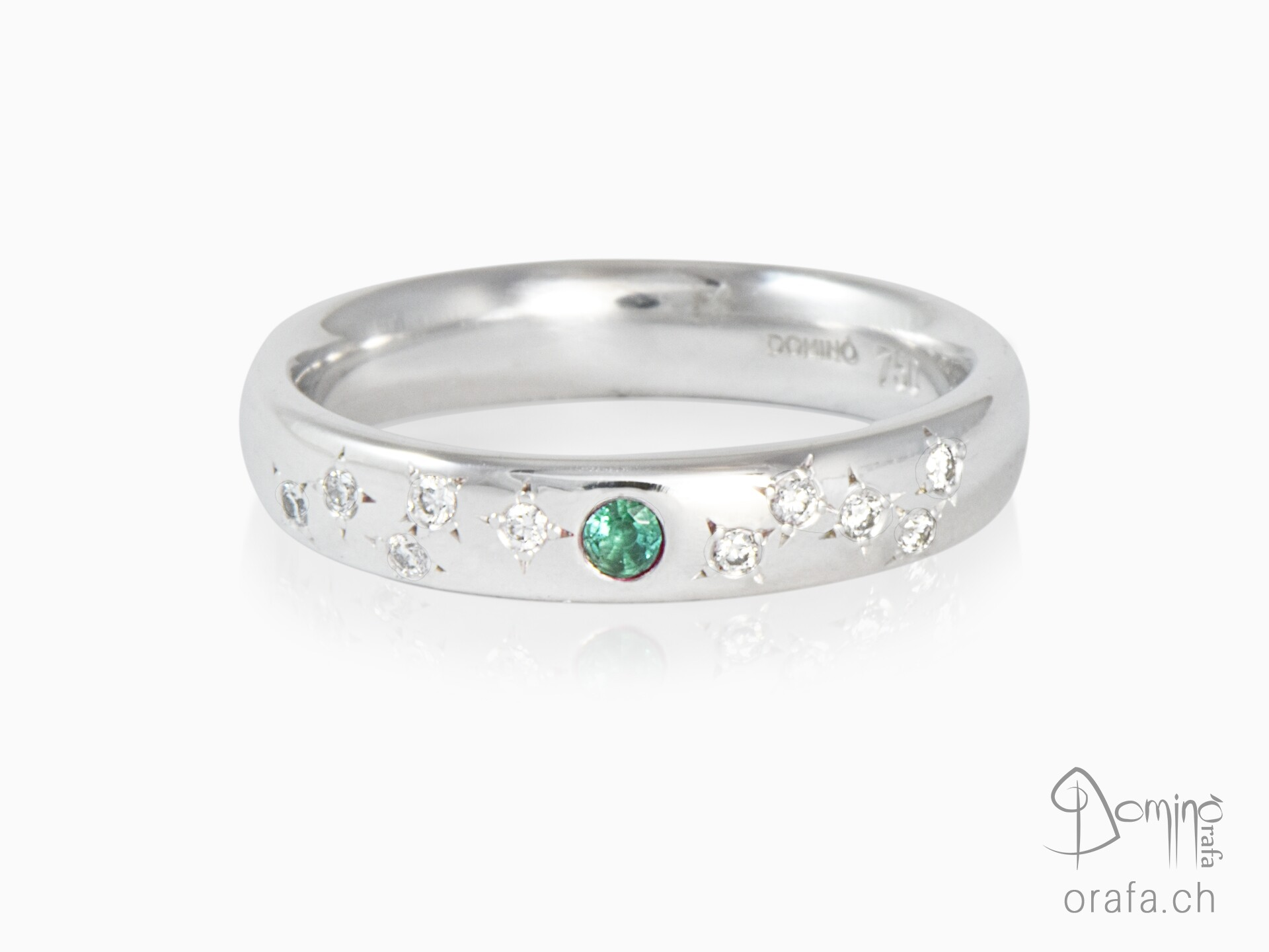 Ring with emerald and Stars of diamonds