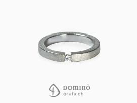 anello-squadrato-sabbiato-diamante-oro-bianco