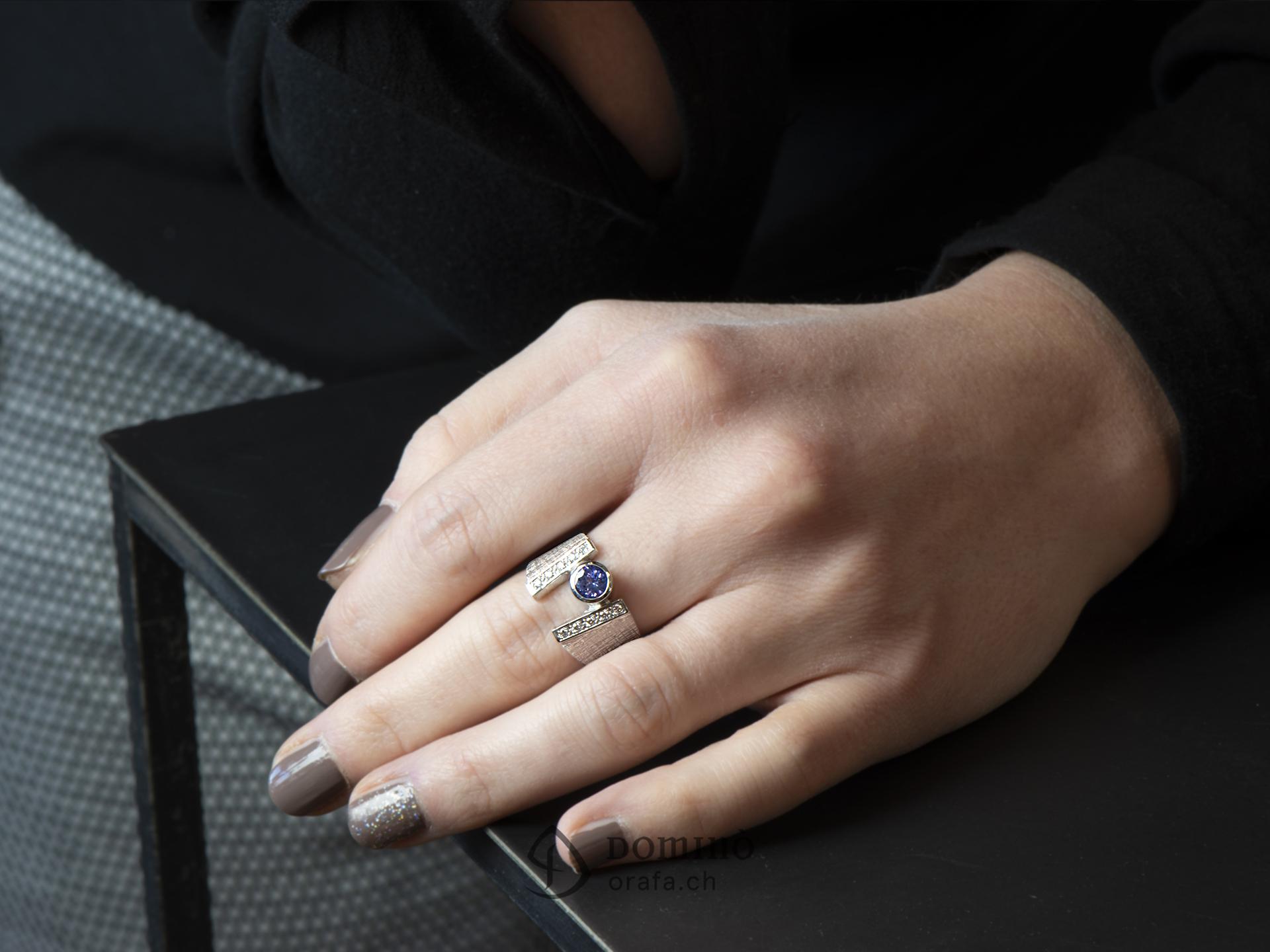 anello-tanzanite-diamanti-oro-bianco-1