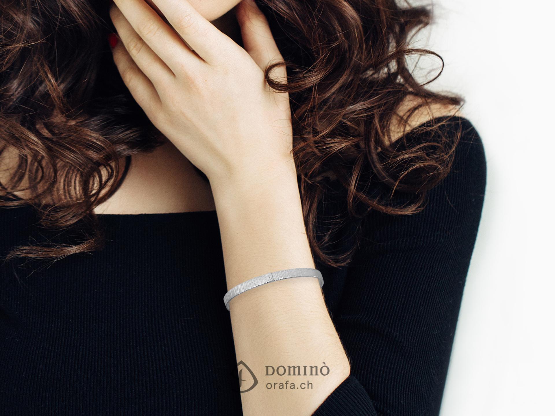 bracciale-rigido-linee-due-diamanti-pave-1