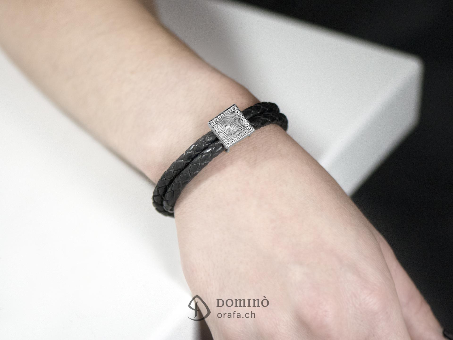 braccialetto-cuoio-impronta-digitale-quadrata-contorno-diamanti-2