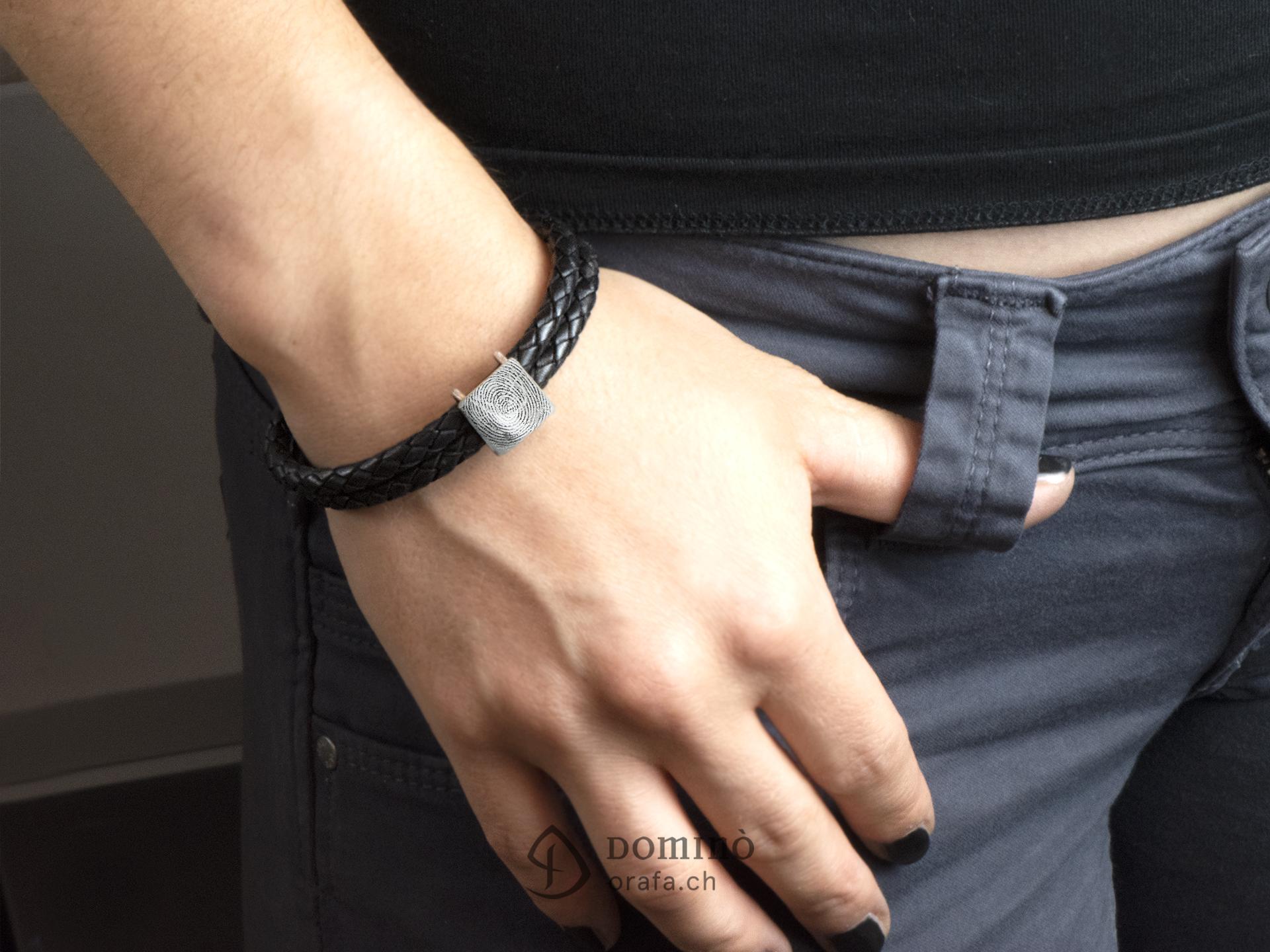 braccialetto-cuoio-impronta-digitale-quadrata-1