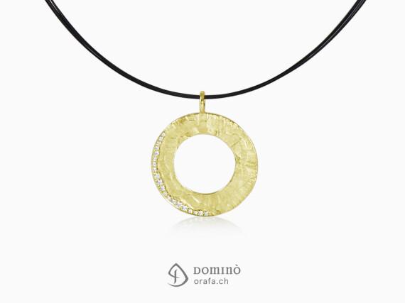 ciondolo-circolare-sentiero-diamanti-pave-oro-giallo