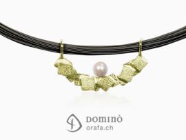 ciondolo-frammenti-sabbiati-perla-akoya-oro-giallo