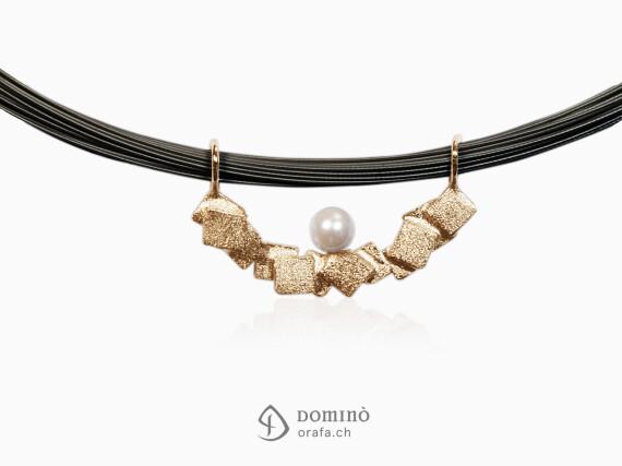 ciondolo-frammenti-sabbiati-perla-akoya-oro-rosso