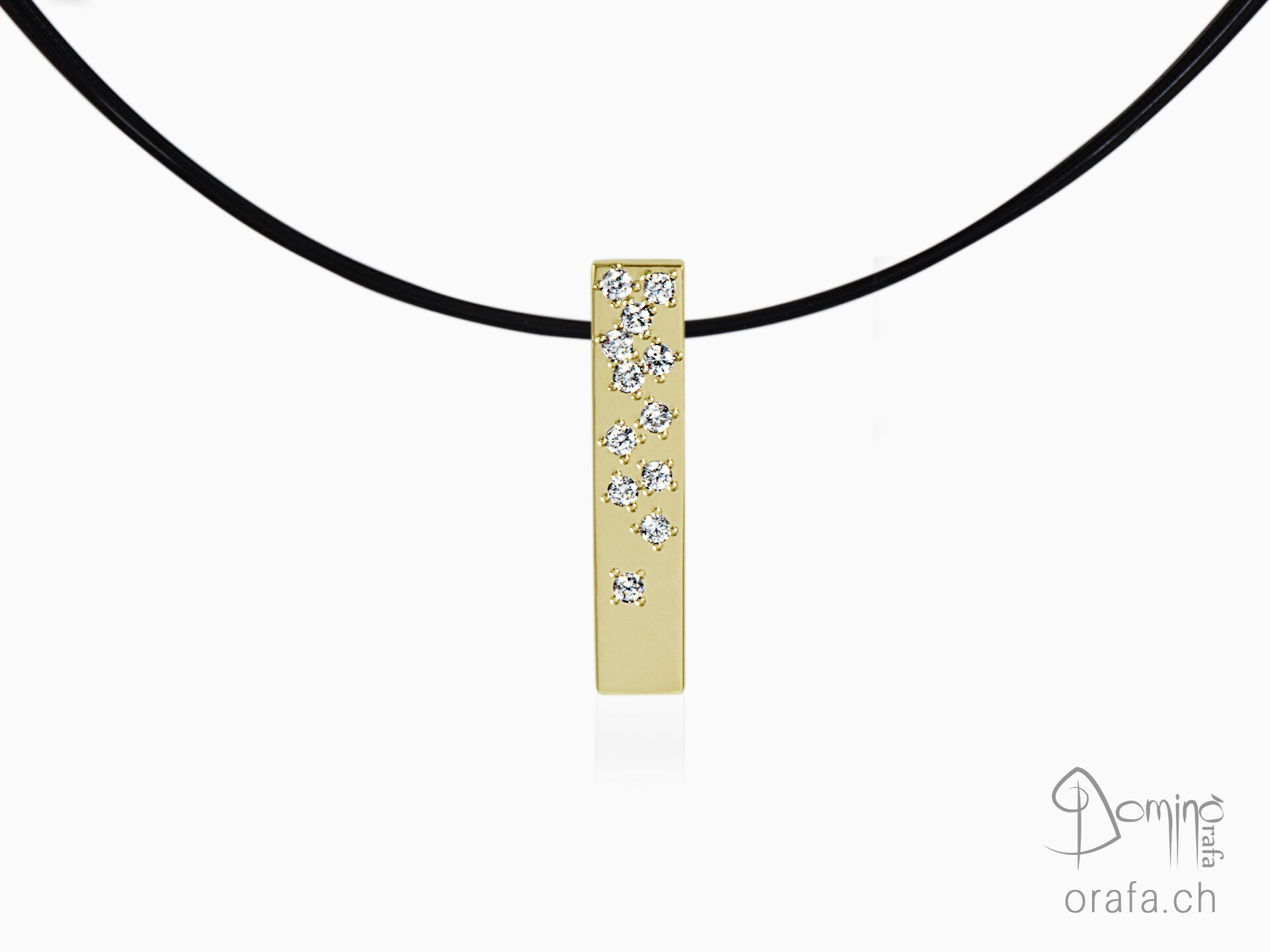 Rectangular pendant with diamonds