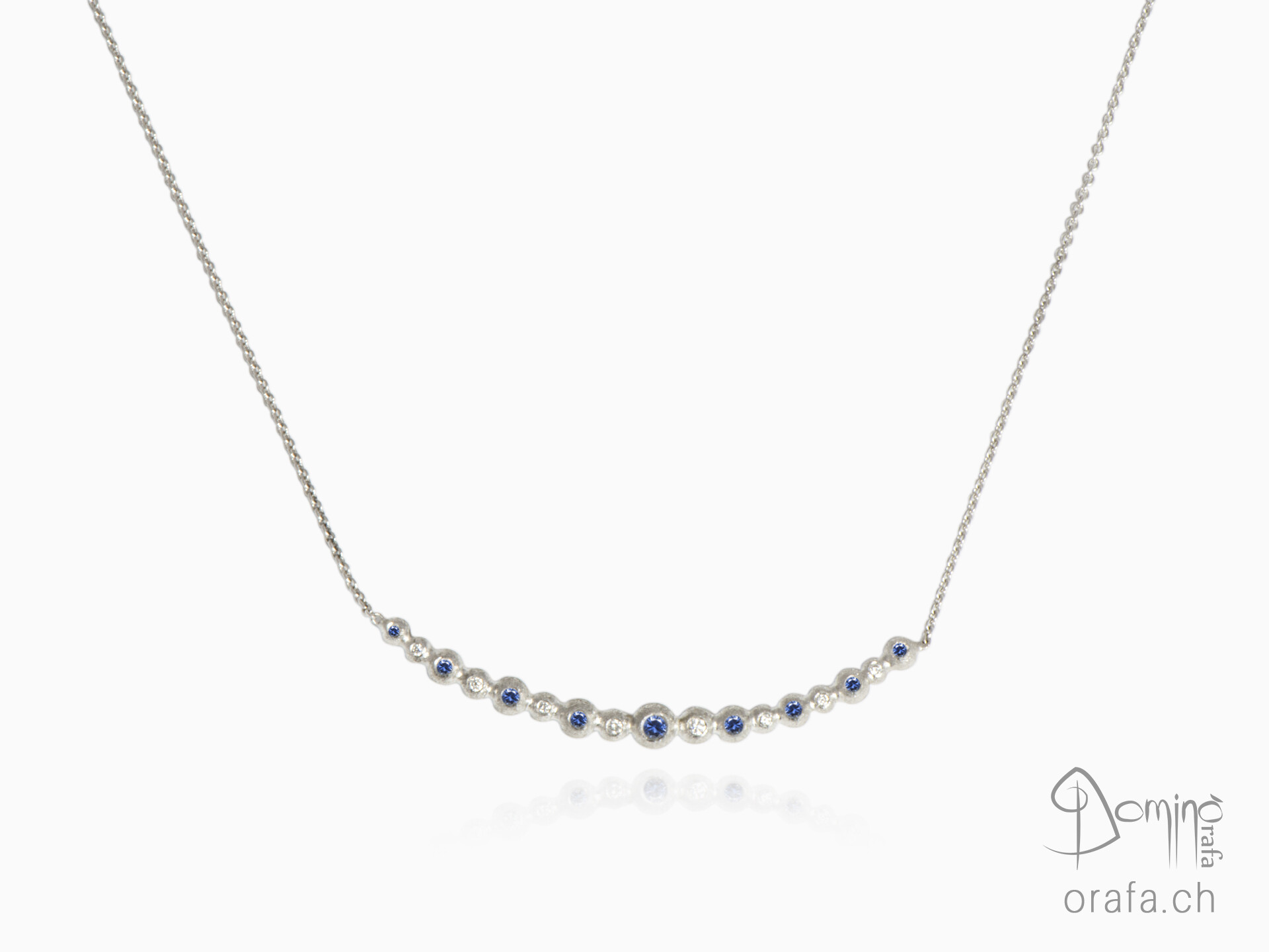 Blue sapphires and diamonds Spheres collier