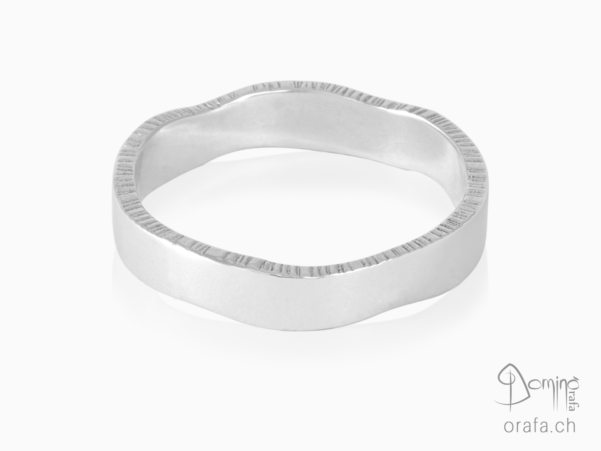 Rings with Linee edges