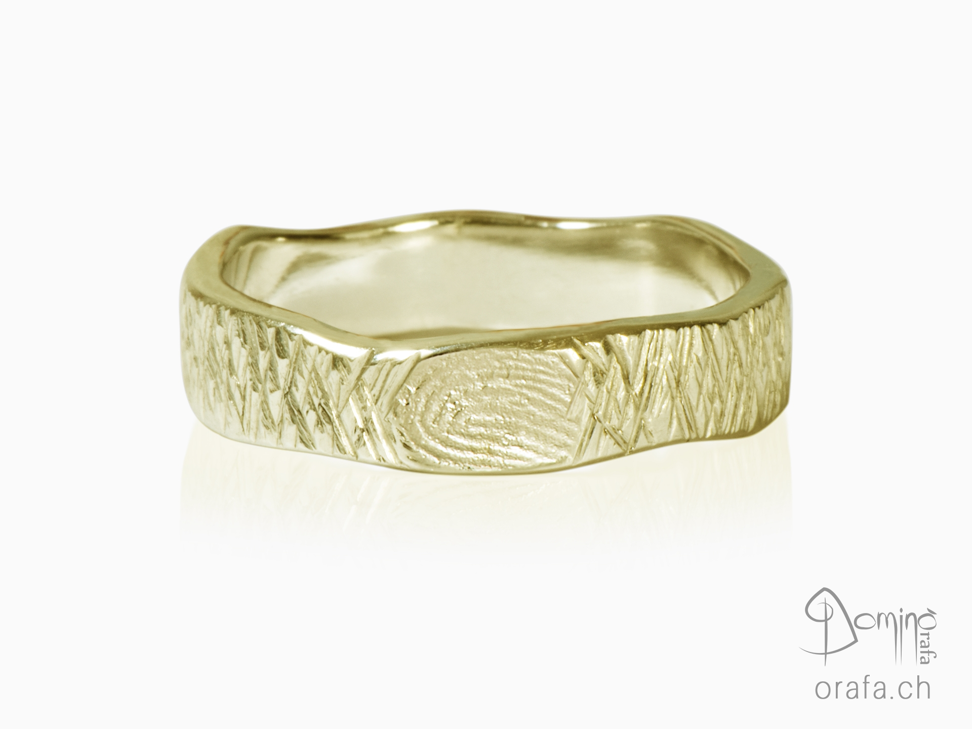 Crossed Linee ring with fingerprint
