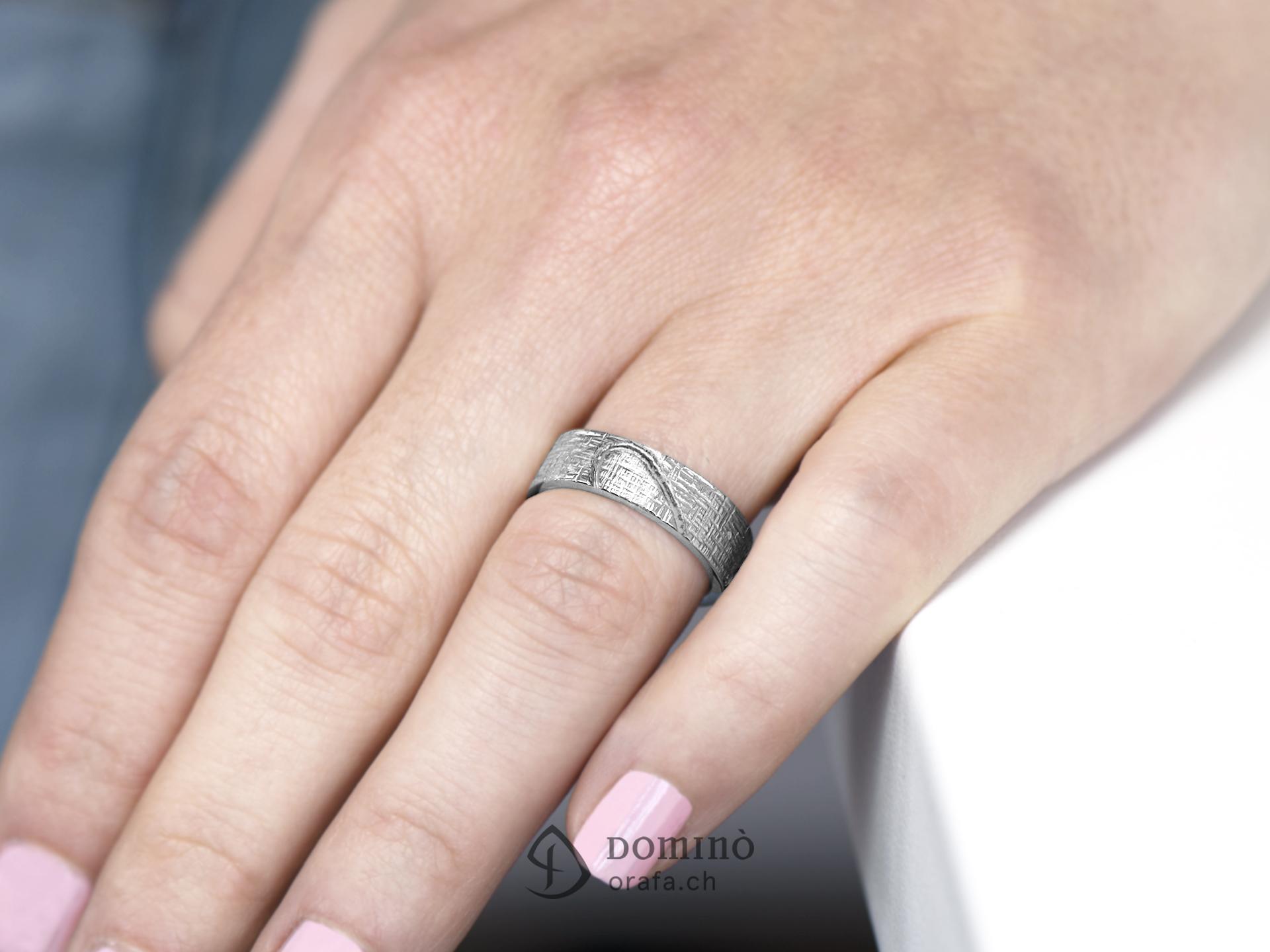 fedi-nuziali-linee-incrociate-contorno-cuore-diamanti-incisione-2