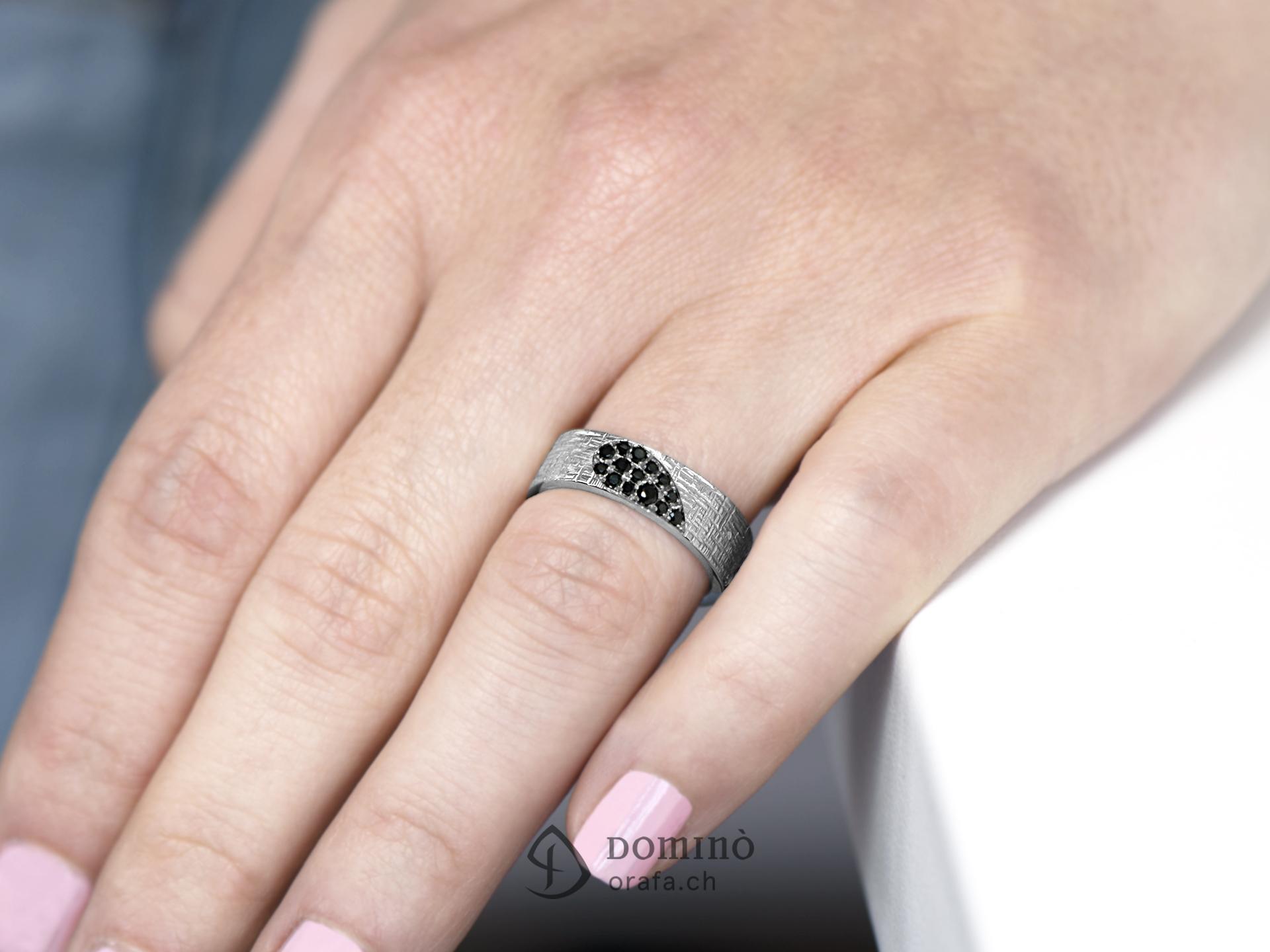 fedi-nuziali-linee-incrociate-cuore-diamanti-incolore-neri-3