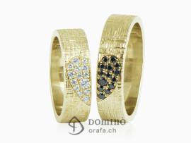 fedi-nuziali-linee-incrociate-cuore-diamanti-incolore-neri-oro-giallo
