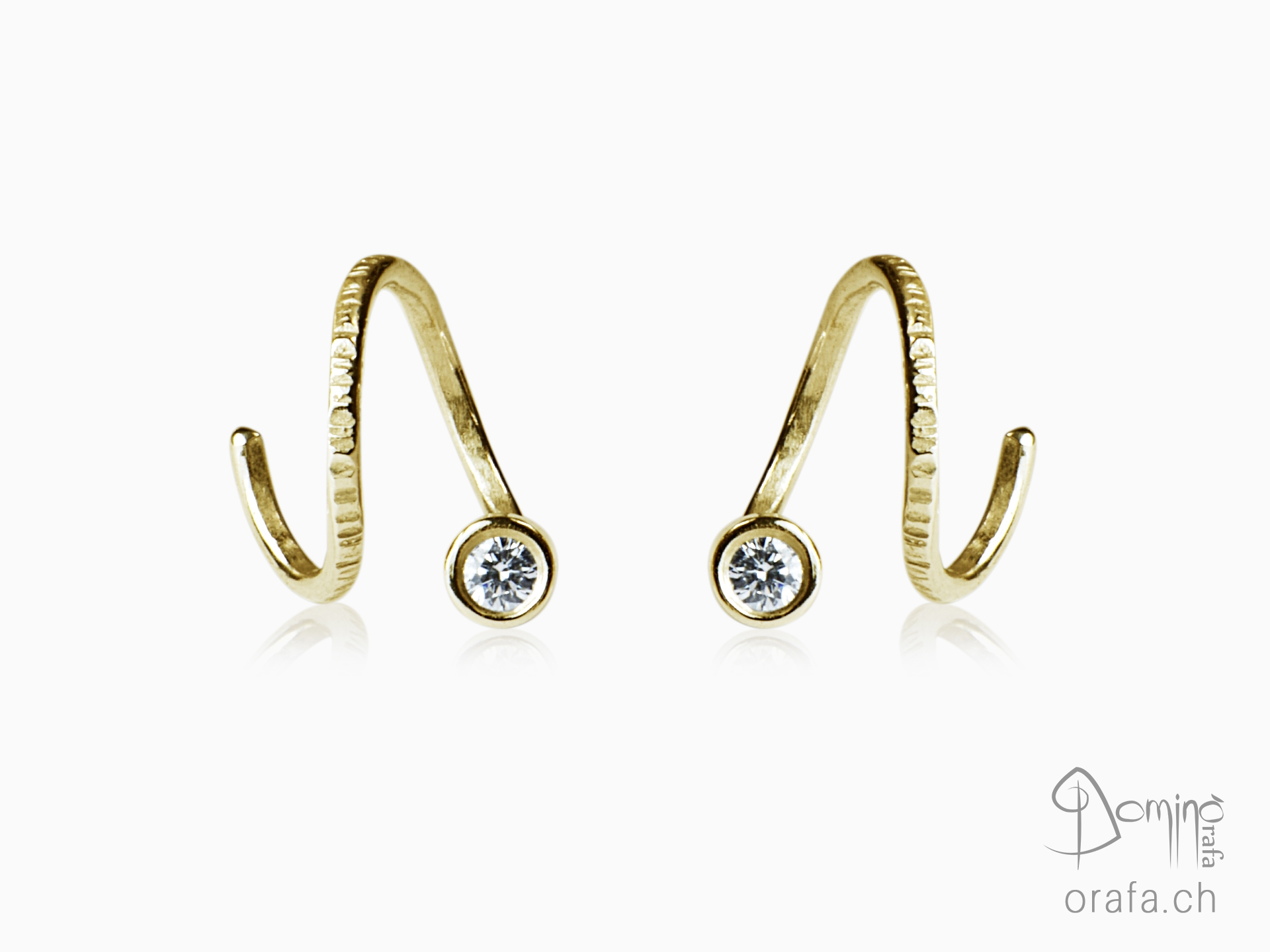 Spirale dangle earrings with diamonds