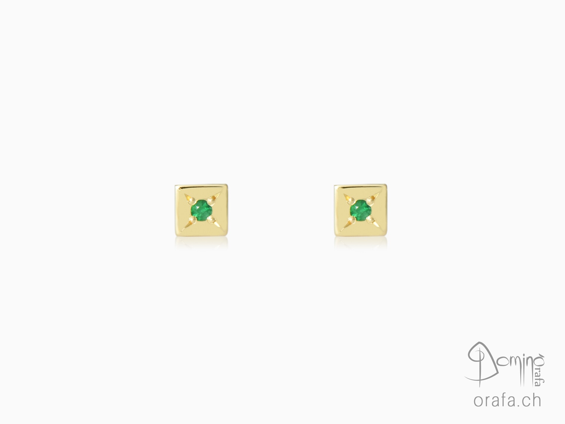 Square earrings with emeralds