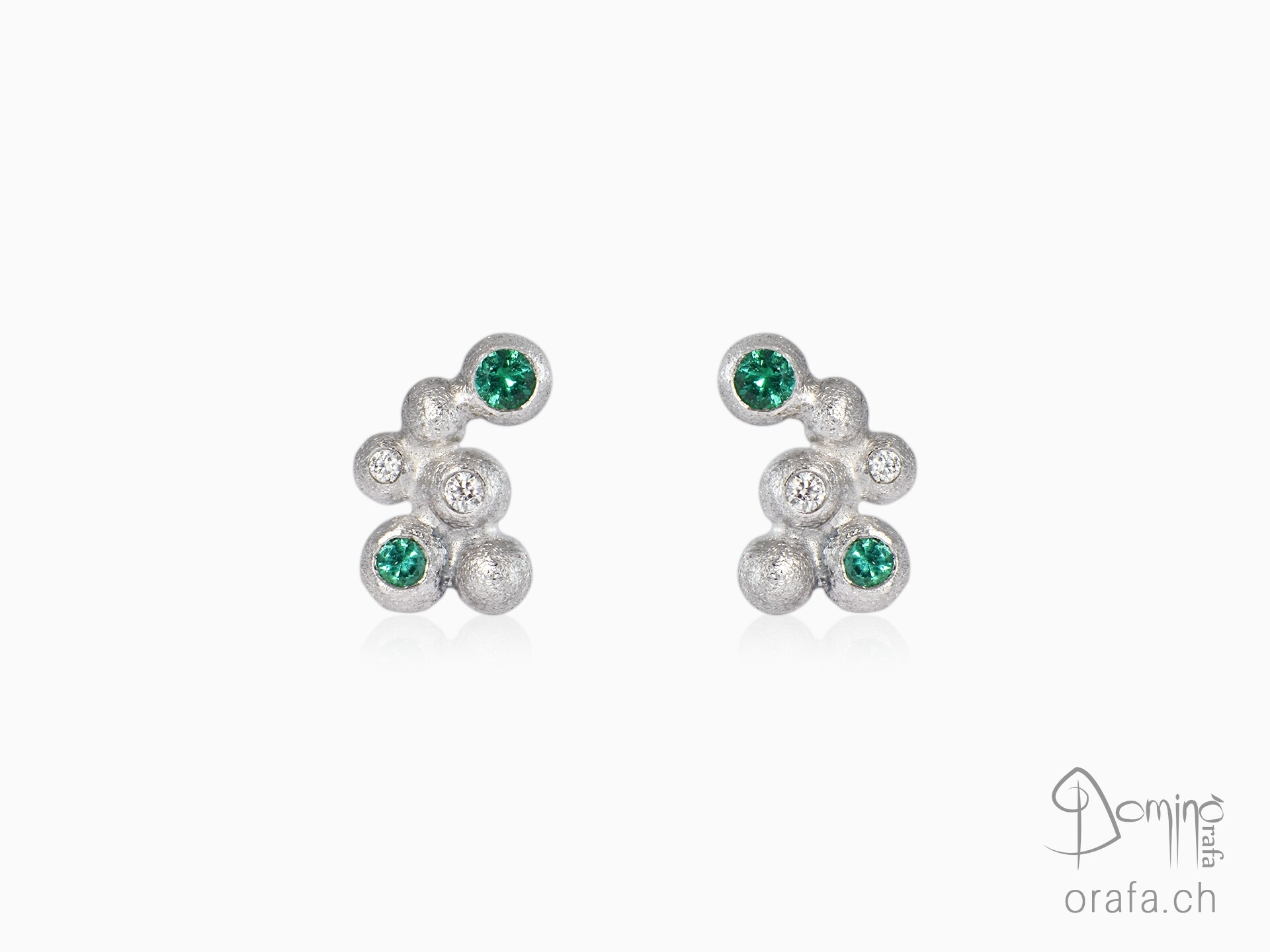 Sfere earrings with diamonds and emeralds